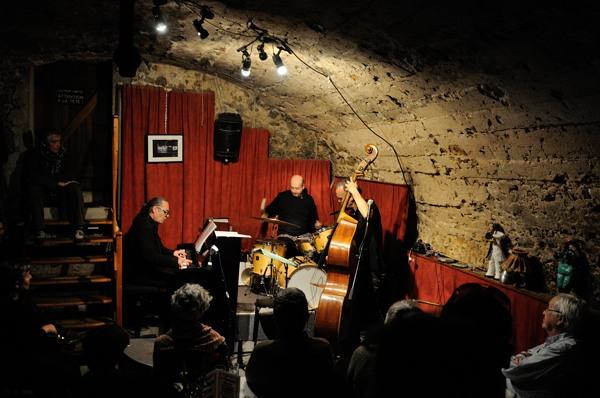 Piero iannetti, concert photo in jazz club, with Frédéric Chopin jazz project, à la Gaude, jazz sous les Brigaradiés. France